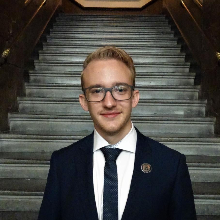 een foto van de voorzitter van Taskforce QRS Nederland, Nedim Tabakovic