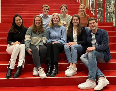 Het bestuur van Taskforce QRS Utrecht. Voorste rij van links naar rechts: Cheyenne Chiu, Jaimie Barten, Sophie van de Haterd, Nina van Helden en Bram Klein Wentink. Achterste rij: Joris van den Bosch, Orla Witteman en Gabriëlle Remme.